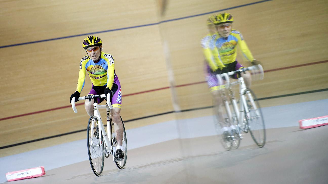 Le cycliste centenaire garde la forme grâce au vélo