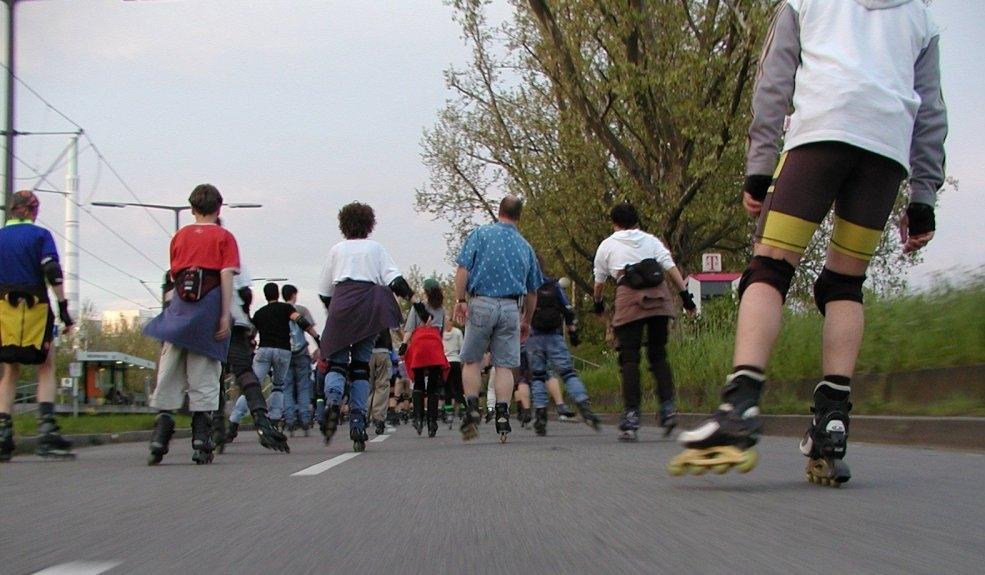 Le roller fitness, un sport bon pour la santé à pratiquer seul ou en groupe